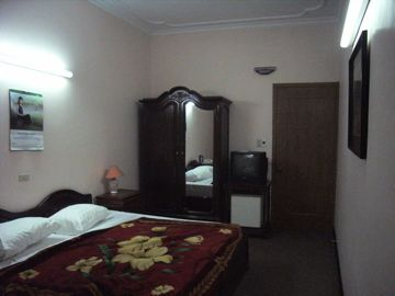 060504hotelroom